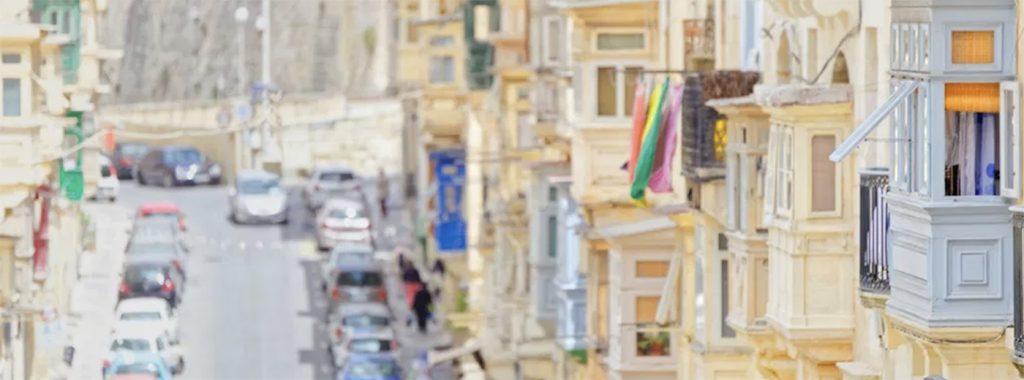 Malta resmi dili ingilizcedir. malta sokak tabelaları, uyarı ve formlar ingilizcedir.