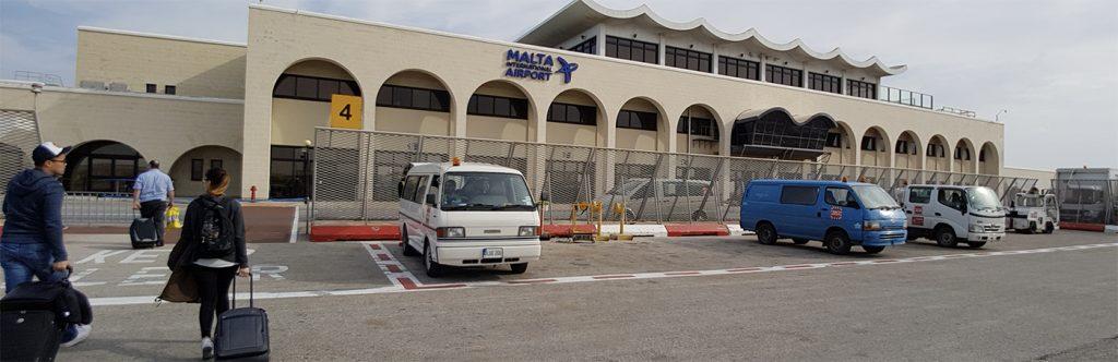 malta havalimanı, bilet işlemleri ve bagaj