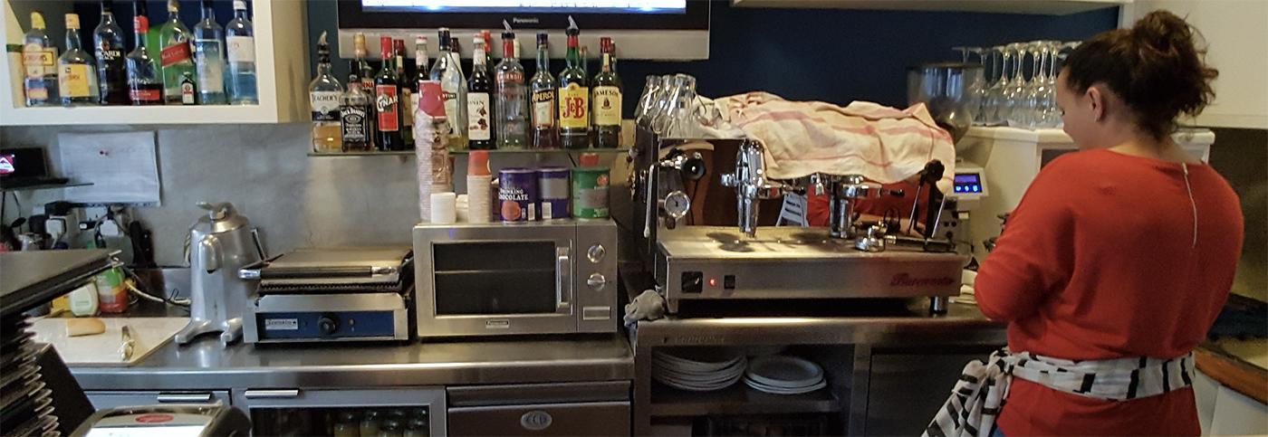 Malta kafelerinde her şey satılır. alkol, iyi kahve, yemek, aperatifler ve tatlı.
